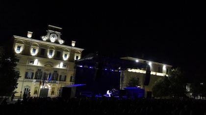 Parma, il pianoforte di Stefano Bollani incanta nel Parco Ducale - foto