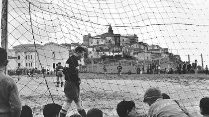 """Il Museo di Fotografia Contemporanea di Cinisello Balsamo rende omaggio al calcio con la mostra """"Chi non salta"""""""