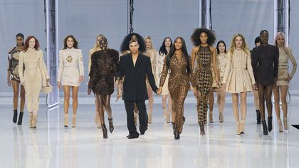 Carla Bruni, Naomi Campbell, Milla Jovovich: le super top per i 10 anni di Olivier Rousteing da Balmain