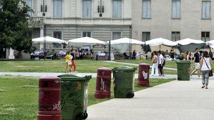Piazza della Pace, più bidoni dei rifiuti contro il degrado - foto