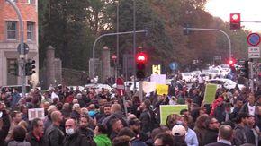 """No Green Pass, in migliaia a Milano: """"Trieste chiama noi rispondiamo"""