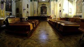 L'obitorio di Verbania non ha più posti, le bare nella chiesa di San Giuseppe
