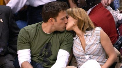 Jennifer Lopez e Ben Affleck è ufficiale! Il bacio dei Bennifer a cena