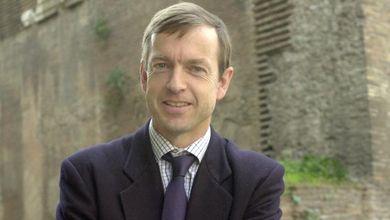 «Io, economista, vi dico che aumentare l'Iva sarebbe la soluzione migliore per l'Italia»
