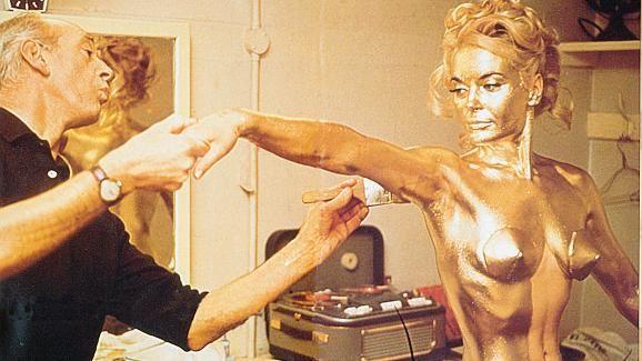 Addio a Margaret Nolan, la Bond Girl tutta d'oro - La Stampa - Ultime  notizie di cronaca e news dall'Italia e dal mondo