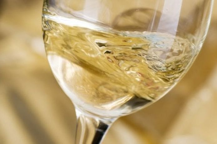 Il vino bianco deve essere giovanissimo? Un falso mito da sfatare (e  qualche consiglio) - la Repubblica