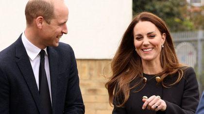 Kate Middleton, outfit nero ed orecchini della regina per un nuovo omaggio a Filippo
