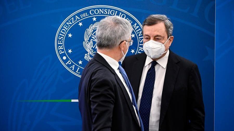 Il premier Mario Draghi con il ministro Daniele Franco