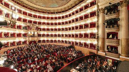 Napoli, la prima al San Carlo: la Bohème emoziona, teatro pieno dopo 20 mesi