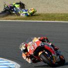 MotoGp: la foto del giorno, Rossi cade e Marquez va a vincere il mondiale