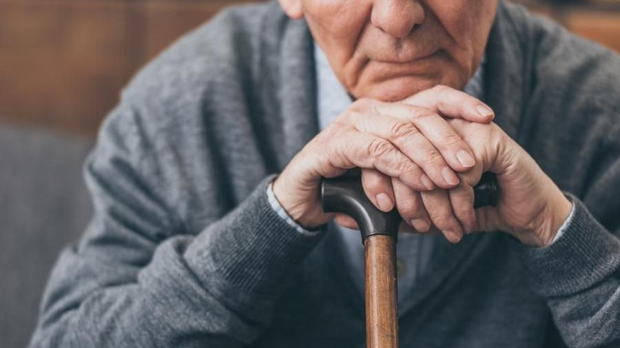 """Scompenso e nuovi disturbi"""": effetto lockdown sui malati di Alzheimer - La  Stampa - Ultime notizie di cronaca e news dall'Italia e dal mondo"""