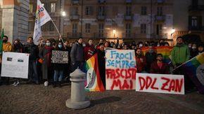 In piazza a Cuneo contro la bocciatura del Ddl Zan