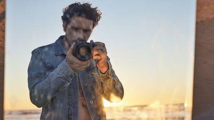 Brooklyn Beckham modello e fotografo per una buona causa