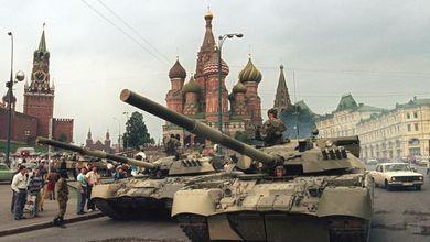 Così morì l'Unione Sovietica (e nel paese tornò la voglia dello Zar)