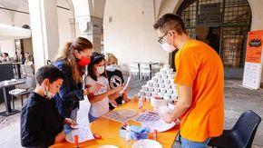 """I bambini colorano Novara, al Broletto è partito il festival """"Scarabocchi"""""""