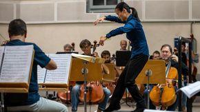 """La direttrice d'orchestra Tianyi Lu torna a Novara: """"Vincere il premio Cantelli mi ha cambiato dentro dopo i mesi duri del lockdown"""""""