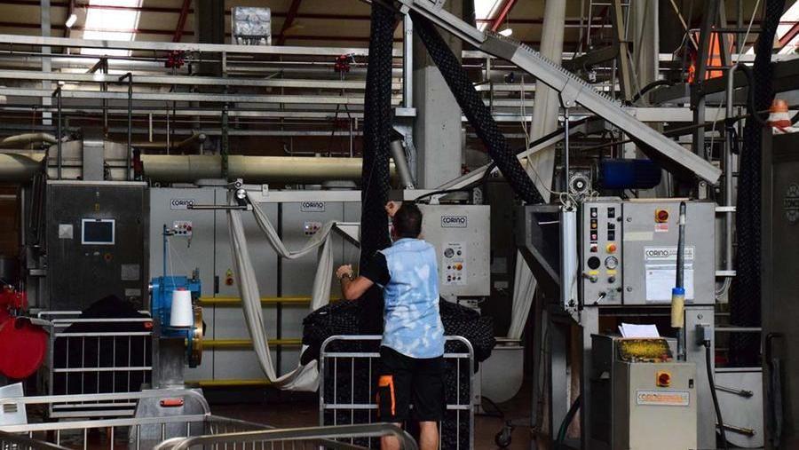 Coronavirus, proposta choc di Confindustria: niente vaccino niente lavoro e zero stipendio