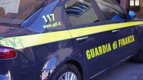 Nascondevano la droga nei loculi di un cimitero del Catanese, due arresti