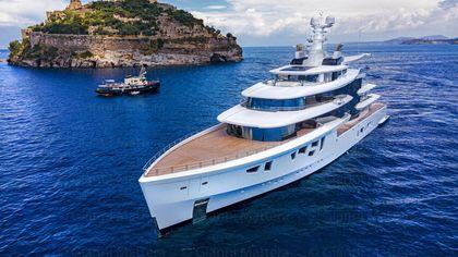 "Ischia, in volo su Artefact, maxi-yacht ""green"" da 150 milioni di dollari"