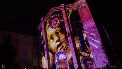 Giochi di luci e proiezioni sulla chiesa riaperta alla città - foto