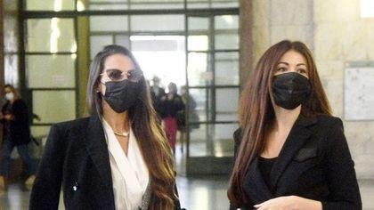 """Ruby Ter, le lettere """"di liquidazione"""" di Berlusconi a casa delle ragazze. Barbara Guerra: """"Mi ha telefonato dopo le mie parole in tribunale"""""""