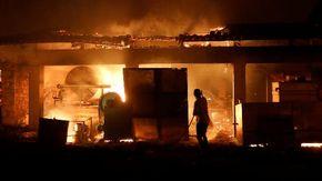 Grecia, infuriano gli incendi: almeno 150 abitazioni distrutte oltre cento i focolai