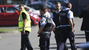 """""""Metta la mascherina anti-Covid"""", e lui gli spara in testa e lo uccide: follia al distributore di benzina in Germania"""