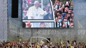 """Il Papa: """"L'aborto è un omicidio. Coppie omosessuali, no alle nozze. No Vax anche tra i cardinali"""""""