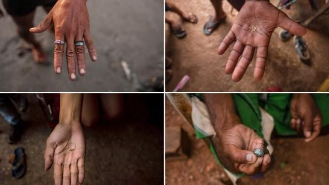 Venezuela, in un villaggio di pescatori il mare porta oro e gioielli: decine di persone scavano sulla spiaggia