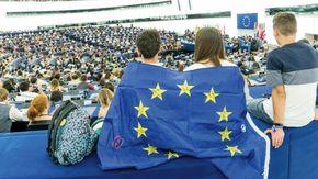 L'UE piace ai giovani: 8 su 10 si sentono cittadini europei. La cosa più bella? La libera circolazione per vacanze e studi