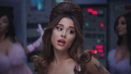 Da Brigitte Bardot ad Ariana Grande: vaporosi, retrò, scultorei, tornano di moda gli chignon cotonati