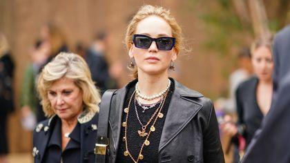 Jennifer Lawrence col pancione alla marcia per l'aborto