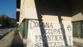 Occupata nella notte dagli anarchici l'ex dogana di Clavière