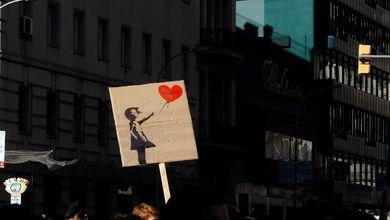 Banksy, Tha Supreme, Elena Ferrante: chi punta sull'invisibilità per avere successo
