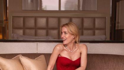 """Gillian Anderson, appello a Saint Laurent e Brioni: """"Abbandonate le pellicce"""""""