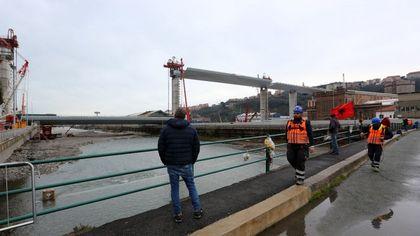 Genova, il nuovo viadotto sul Polcevera: sale il secondo impalcato
