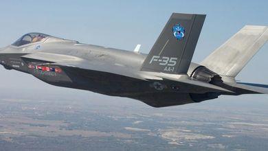 Sulle spese militari i grillini si sono distratti: confermato l'acquisto per gli F35