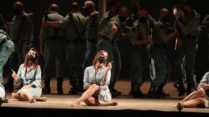 """Applausi alla """"Carmen"""" sexy del Massimo che ha riportato il pubblico in teatro"""
