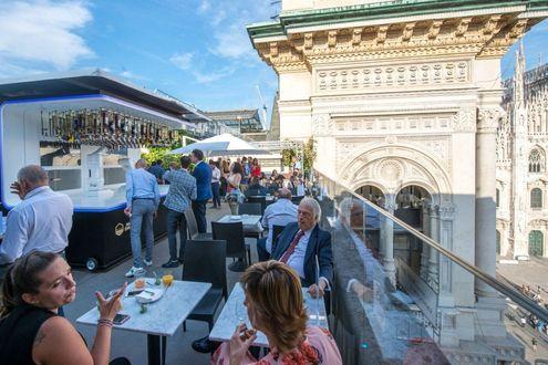 Milano Arriva Il Barman Robot Che Prepara I Cocktail Sulla