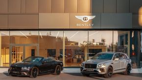 Il rilancio di Bentley parte da Milano e dall'ibrido