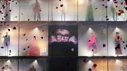 A Parigi il tributo a Alber Elbaz: niente rivalità 45 stilisti disegnano per lui