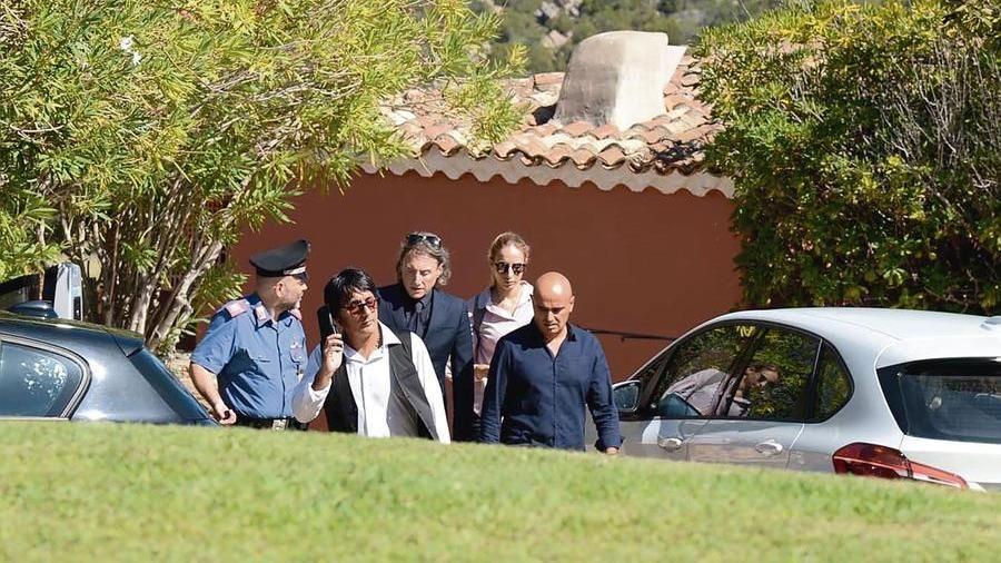Gli inquirenti durante il sopralluogo a Porto Cervo nella villa di Beppe Grillo (Foto Antonio Satta)