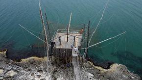 """L'ingegnere che ricostruisce i trabucchi nel Gargano: """"Così rivive la pesca dei miei avi"""""""