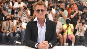 Sean Penn non tornerà sul set se cast e troupe non faranno il vaccino