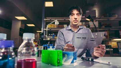 Valter Longo, lo scienziato che vuole affamare il cancro