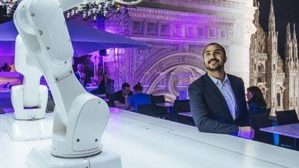 Milano in terrazza: sorpresa al The View by Makr Shakr, il barman Toni è un robot