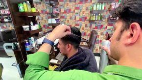 """Afghanistan, la preoccupazione dei barbieri di Kabul: """"Se nessuno taglierà più la barba resteremo senza lavoro"""""""