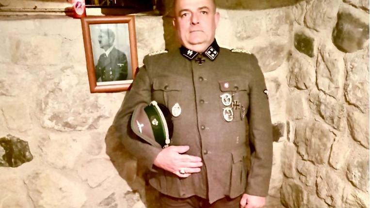 In divisa nazista Gabrio Vaccarin, consigliere comunale di Fratelli d'Italia in Friuli