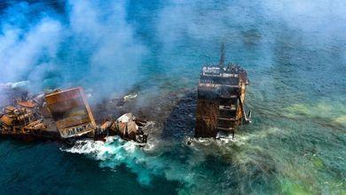 Disastro ambientale in Sri Lanka, naufragata la nave in fiamme. Si teme la fuoriuscita di tonnellate di petrolio