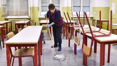 Il lavoro sporco degli angeli delle pulizie: 5 euro l'ora per sanificare i nostri ambienti